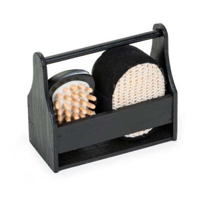 """Kit banho 4 peças ecológico em """"caixa/cesta"""" de madeira preta. Possui bucha para banho, espelho, pedra pomes e massageador. - Ewox Promocional"""