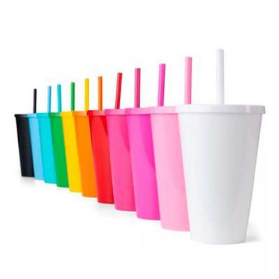 ewox-promocional - Copo Plástico 600ml 14104  Descrição: Copo plástico 600ml com tampa e canudo, pintura leitosa.  Medidas aproximadas para gravação (CxD): 14 cm x 7 cm...