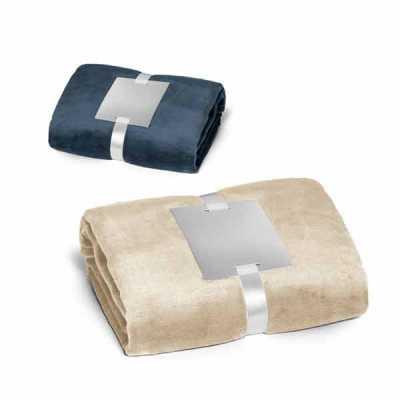 Manta. Tecido polar: 240 g/m². Com acabamento aveludado e tratamento anti-pilling. Fita acetinada...