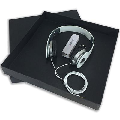 Ewox Promocional - Kit composto por um fone de ouvido e um Power Bank. Consulte disponibilidade de cores e estoque. Excelente opção de brinde para sua empresa.