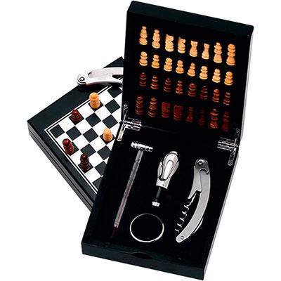 Kit vinho metal com 4 peças e jogo de xadrez.