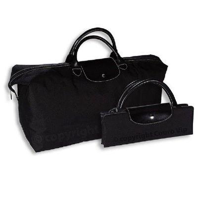 Couro Vip - Bolsa sacola, corpo em nylon, alça de mão e tampa em couro legítimo ou sintético, fechamento em zíper e botão de pressão. Dimensão: c 70,0 cm x l 21,0...