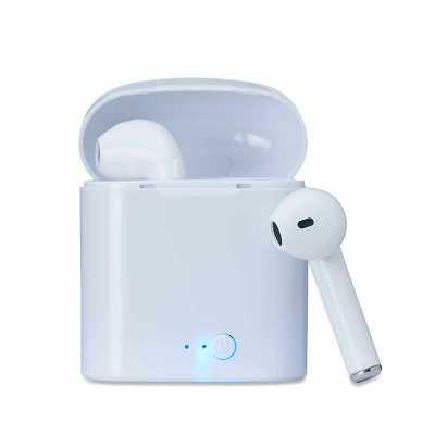 Fone bluetooth plástico com case carregador. Fones com microfone embutido; Frequência 2.4 -2.485G...