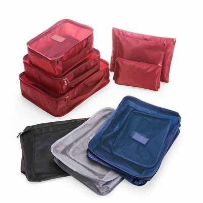 Kit necessaire com 6 peças confeccionadas em nylon. O cojunto de necessaires possui tamanhos diferenciados, sendo 3 unidades com: alça para transporte... - Fly Brindes