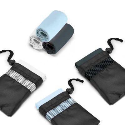 Toalha para esporte microfibra: 210 g/m², fornecida com bolsa em 190T. Medidas: 300 x 300 mm | Bolsa: 110 x 140 mm.