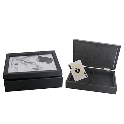 Ideko Brindes - Caixa para baralho em madeira com tampa articulada.