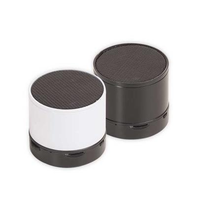 Caixa de som multimídia com Bluetooth e rádio FM. Material plástico resistente, possui a parte in...