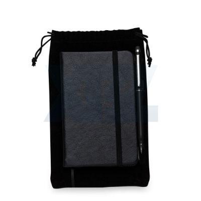 - Kit caderneta em couro sintético com caneta metálica touch e estojo de veludo. Caderneta com capa texturizada frente e verso liso, tem a primeira e úl...