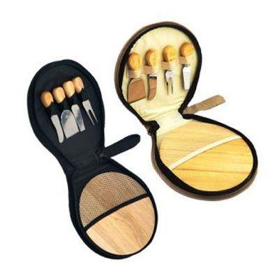 - Kit queijo 4 peças com tábua de bambu em estojo de nylon com zíper e alça. Contém: espátula grande, garfo, faca reta, espátula pequena e tábua de bamb...