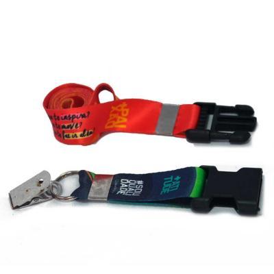 Cordão acetinado largura de 2cm com impressão em sublimação. Trava de mochila na extremidade para...