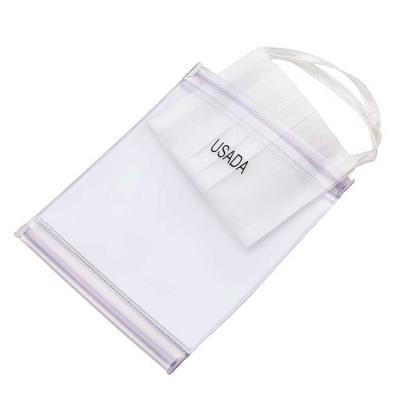 Envelope duplo para máscaras, produzido em PVC com fechamento ziplock. Os compartimentos são divi...