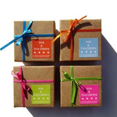 Luxus Comercial - Caixinha em kraft com 5 sachês de chá, fechamento com fita e tag personalizado