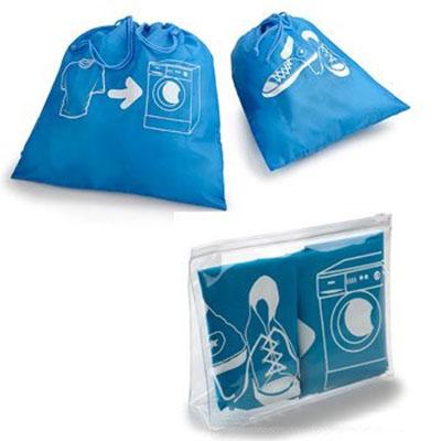 Luxus Comercial - Kit para viagem. Contendo: 1 saco em TNT para roupas sujas, 1 saco de TNT para calçados, dentro de uma necessaire em PVC cristal