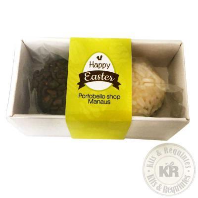 Duo de Brigadeiros Gourmet: caixa de papelão Kraft ou Branco, com tampa em acetato transparente (tamanho: 8cm C x 4cm L x 4cm A) e rótulo personalizad... - Kits & Requintes