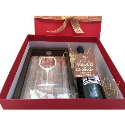 Kit natalino com porta-rolhas personalizado e vinho.