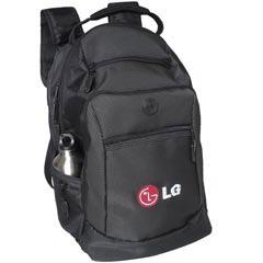 - Mochila confeccionada em Nylon com telas laterais , porta notebook, 02 bolsos frontais, com alças e manete acolchoado. Tamanho 49AX42CX23L