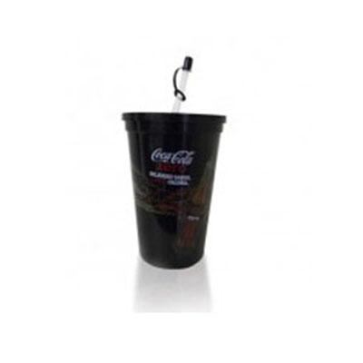 Copo 750 ml com tampa e canudo produzido em polipropileno