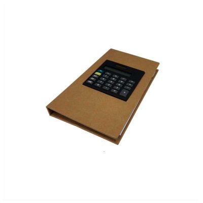 Bloco de anotações com calculadora, sticky notes e marcadores de páginas em cores diferentes.