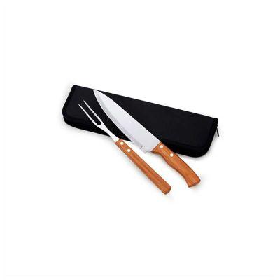 """No Ato Brindes - Kit de churrasco personalizado. Composto por estojo, 1 faca com cabo de madeira 9"""""""" e 1 garfo com cabo de madeira."""