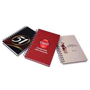 MC ArtGraf - Agenda diária capa dura formato 140 x 200 mm. Miolo composto de 344 páginas, impressão em 01 cor, acabamento wire-o metálico