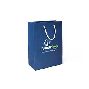 MC Grafica - Sacola em papel off set ou duplex com impressão até 04 cores, formato e acabamentos a definir pelo cliente. Alça cordão nylon.