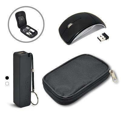 - Kit portátil com estojo em nylon preto com divisórias. Contém: um carregador portátil USB (Power Bank) e um mouse wireless sem fio.