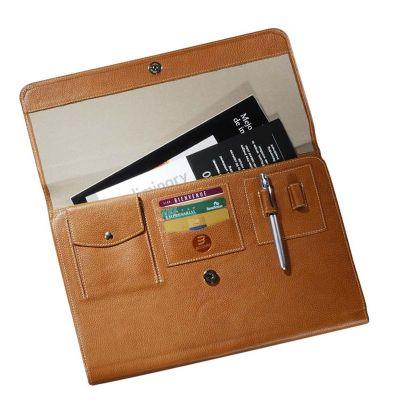 up-couro - Pasta de convenção, tipo envelope com dois bolsos internos, fecho imantado, porta celular, porta cartões de crédito e porta-caneta.
