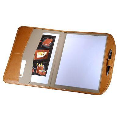 - Pasta convenção confecionada em couro ou sintético, bloco, porta caneta e porta cartão interno. Medidas 33 x 26 cm