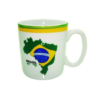 Brasil na Bagagem - Caneca de porcelana para chocolate, com decalques da bandeira do Brasil e frisos pintados à mão em verde e amarelo.