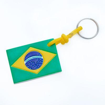 Brasil na Bagagem - Chaveiro, estampa da bandeira do Brasil na frente e com o verso todo em branco