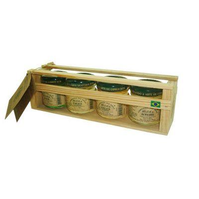 Brasil na Bagagem - Kit em madeira com 4 potes de geleias de 40g cada nos sabores: Pimenta Vermelha, Gengibre, Menta e Pimenta Jalapeños. Peso Líquido: 40g cada