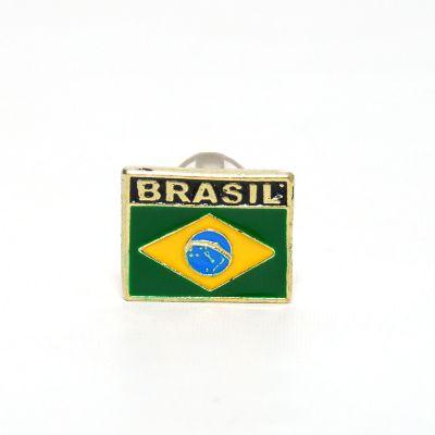 brasil-na-bagagem - Pin com a bandeira nacional, escrito Brasil em cima.