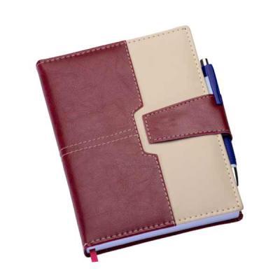 Agenda diária 2019 de couro sintético com fecho de imã e suporte para caneta. Contém fita de cetim marca página, dados pessoais, calendário de 2018 à...