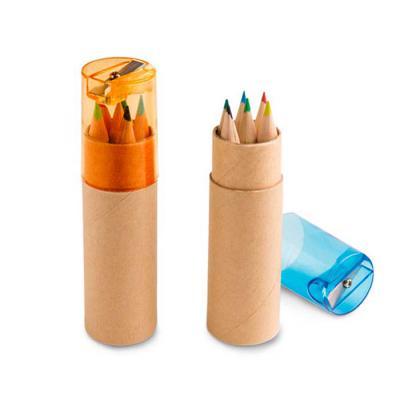 Kit Escolar Personalizado contem Caixa de cartão com 6 mini lápis de cor. Cartão e plástico. Com apontador. ø26 x 103 mm  Personalizado com a tua logo...