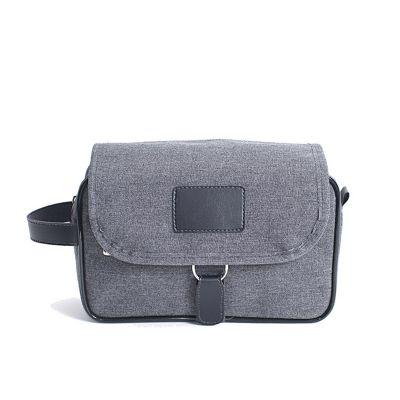 Alvo Couros - Nécessaire em nylon com bolso em cristal na aba de fechamento, para facilitar a visualização do que está em seu interior, lingueta e alça de mão para...