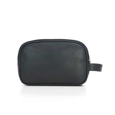 alvo-couros - A necessaire em couro possui design retangular e, além de prática, é inovadora. Possui dois espaçosos bolsos com fechamento em zíper evitando que algo...