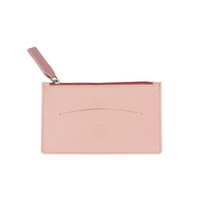 Alvo Couros - Com design diferenciado, além de divisória específica para cartões, possui fechamento em zíper, dando mais segurança aos seus pertences ali guardados....