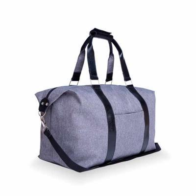Com visual moderno, a bolsa de viagem em nylon com detalhes em couro é perfeita para carregar tud...