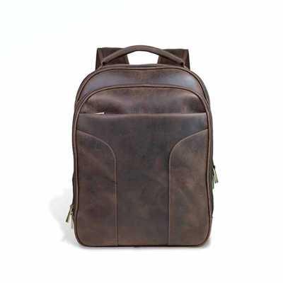 22.0088 - MOCHILA  Mochila de couro, ferragem em ouro velho, bolso frontal com porta caneta e celula...