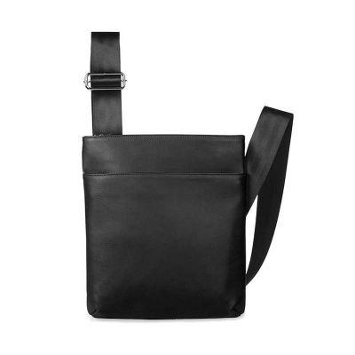Um incr�vel produto de couro, a pasta carteiro tem visual contempor�neo, al�a transversal que torna seu transporte mais confort�vel e muito espa�o em...
