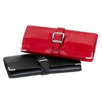 Porta joias dobrável em couro com porta anel e fechamento com fivela.
