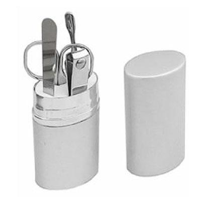 Topy 10 Brindes - Kit manicure com 4 peças e estojo de alumínio. Contém: 1 Cortador de unha; 1 Tesourinha; 1 Empurrador de cutícula; 1 Lixa de unha; Tamanho total (CxL)...
