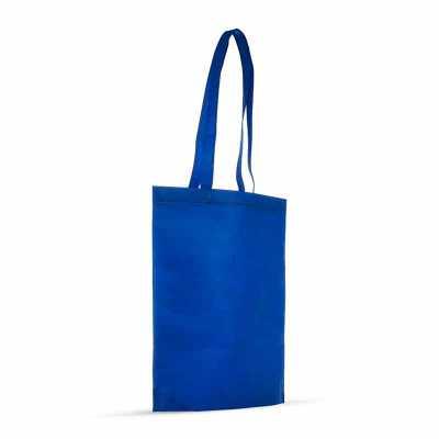 sacola colorida com alça em material TNT, possui símbolo ecológico/reciclável na costura da alça.