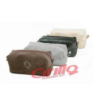 Cirillo Personal Kit - Necessaire Siena personalizada  Medida:15,5cm X 8cm X 4cm Material: Búfalo / Couro Sintético / PVC Cristal / Sarja / Bagum / Nylon 70 / Nylon 600    I...