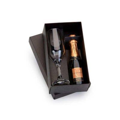 - Kit champagne personalizado com taças. Elegante e charmoso, acompanha 1 espumante Chandon Réserve 187ml, 1 taça da linha Bristô e uma linda caixa de p...