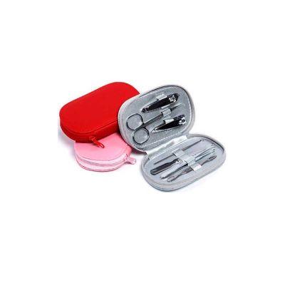 - Kit manicure personalizado com 7 peças em estojo de couro sintético colorido. Contém: 02 Cortadores de unhas, 01 Lixa, 01 Tesoura, 01 Pinça, e 1 Espát...