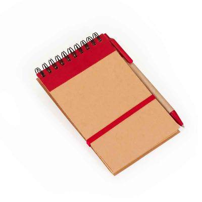 - Bloco de anotações com capa em papel reciclado contendo 80 folhas em papel kraft pautado e elástico para fechamento. Acompanha caneta esferográfica em...