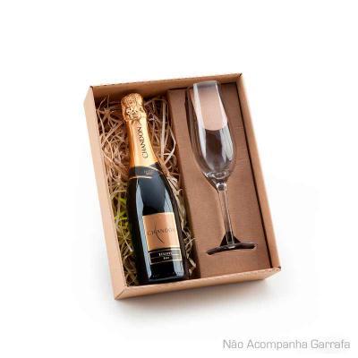 Kit champanhe com 01 taça de vidro 210ml e espaço para garrafa até 375ml (Não acompanha bebida). PESO (KG): 0,330 MATERIAL: Vidro EMBALAGEM: Caixa pre... - BTM Brindes