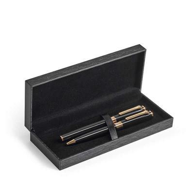 Conjunto de roller e esferográfica. Metal. Elementos com banho de ouro de 18 quilates. Esferográf...