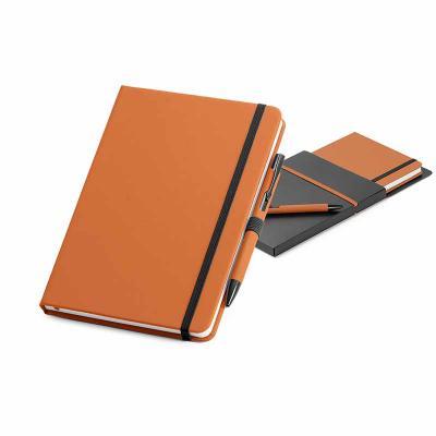 Kit de caderno e esferográfica. C. sintético. Com 80 folhas não pautadas. Fornecido com caixa pre...